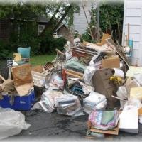 По законодательству РФ, строительный мусор, запрещено сбрасывать в стандартные мусорные баки